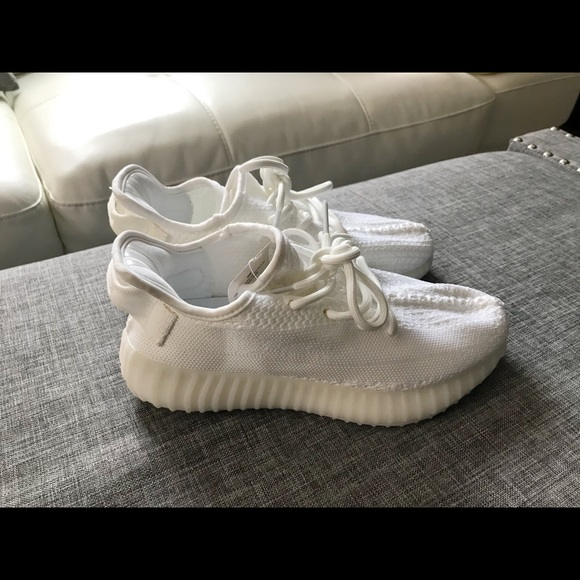 new concept 88b5f dcc04 Look alike Adidas Yeezy womens sneakers.Size 6.5